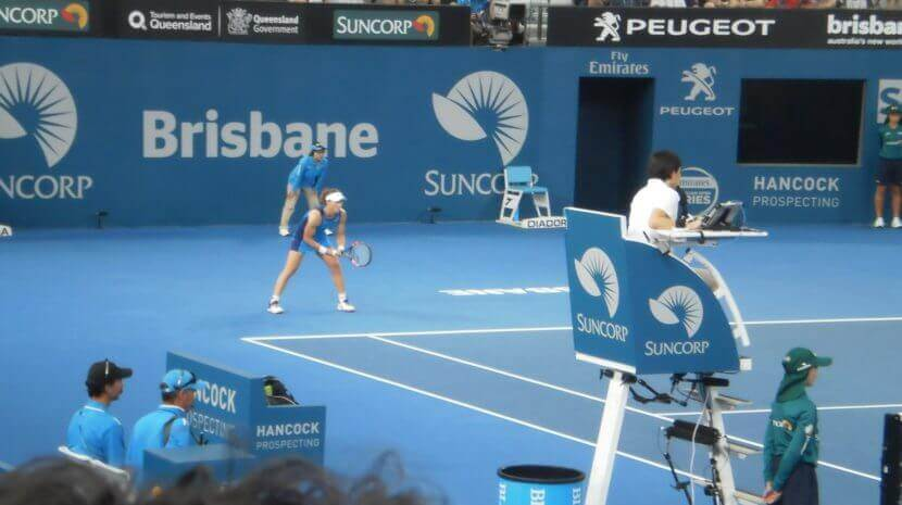 Sam Stosur receiving serve from Garbine Muguruza